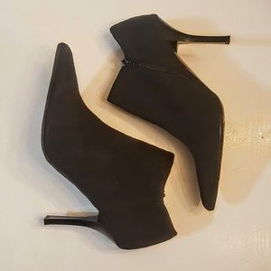 Qupid Black Suede Ankle Boots size 6 Pointed Toes